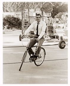 Sean Connery chilling on a bicycle. Even the stars cycle.