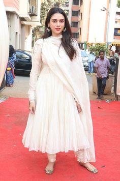 Best dressed this week: Kangana Ranaut and Aditi Rao Hydari Indian Gowns Dresses, Indian Fashion Dresses, Indian Designer Outfits, Indian Outfits, Stylish Dress Designs, Stylish Dresses, Nice Dresses, Anarkali Dress Pattern, White Anarkali