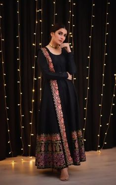 dresses to wear to a wedding gowns celebrity Simple Pakistani Dresses, Indian Gowns Dresses, Pakistani Bridal Dresses, Pakistani Dress Design, Pakistani Outfits, Simple Dresses, Indian Outfits, Indian Dresses For Girls, Bollywood Outfits