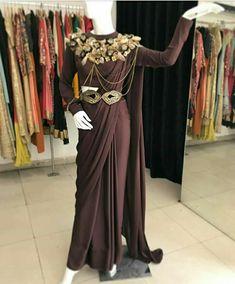 Red Lehenga, Lehenga Choli, Saree Gown, Sabyasachi, Stylish Sarees, Stylish Dresses, Designer Blouse Patterns, Designer Dresses, Modern Saree