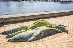 #Kiel Durch wild sprudelndes Wasser erkämpfen sich mehrereLachse ihren Weg zu den Laichplätzen. Das dynamische und farbenfrohe Werk befindet sich in der Nähe der Lachstreppe an der alten Schwentinebrück...