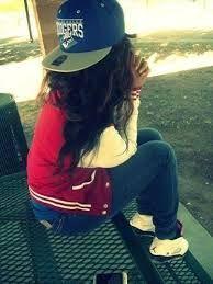 Resultado de imagen para imagen de chica usando top,pantalon,botines y gorra…