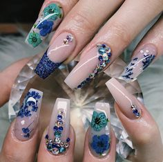 Blue and teal flowers Teal Nails, Fun Nails, Flower Nail Designs, Teal Flowers, Best Acrylic Nails, Nail Spa, Flower Nails, Stylish Nails, Creative Nails