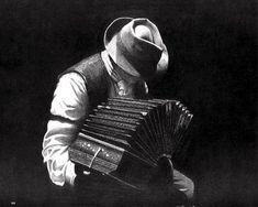 O som caliente e misterioso do tango vem do bandoneon