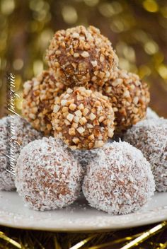 Kucharzenie i Pieczenie: Trufle a`la ferrero rocher Sweet Desserts, Delicious Desserts, Baking Recipes, Cake Recipes, Slovak Recipes, Sweet Little Things, Polish Recipes, Homemade Cakes, Other Recipes