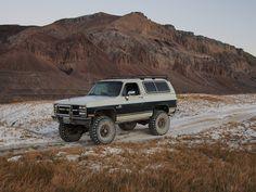 "1990 K35 Blazer: 5.7L/700r4/241/D60/14BFF/5.13/38"" Swamper SS Detroit locked rear, hydro-assist, 4"" spring lift + DIY4x EZ-Inch for axle relocation + 1"" body lift. Headlight relay mod, dual isolated batteries.1990 K35 Blazer: 5.7L/700r4/241/D60/14BFF/5.13/38"" Swamper SS Detroit locked rear, hydro-assist, 4"" spring lift + DIY4x EZ-Inch for axle relocation + 1"" body lift. Headlight relay mod, dual isolated batteries."