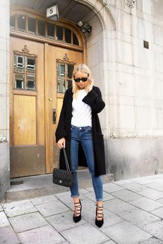 Todays Outfit – Slimmed Jeans And Lace Up Heels.