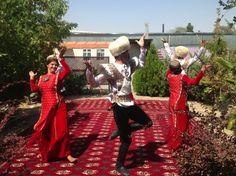 Dancing in Ashkabad, Turkmenistan (VIDEO)