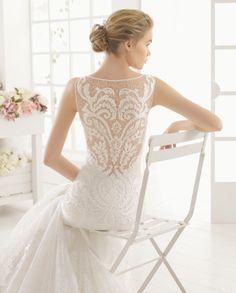 MARTINA vestido de novia  en encaje y pedreria.