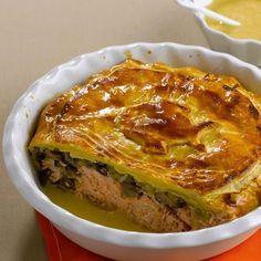 Découvrez la recette Tourte de saumon aux poireaux sur cuisineactuelle.fr.