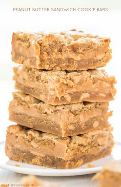 Peanut Butter Sandwich Cookie Bars Peanut Butter Sandwich Cookie Bars - A creamy PB layer sandwiched between PB cookie dough! Peanut butter lovers will go nuts over these! Peanut Butter Sandwich Cookies, Peanut Butter Desserts, Köstliche Desserts, Delicious Desserts, Dessert Recipes, Yummy Food, Bar Recipes, Cookie Butter, Dessert Bars