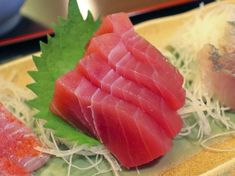 An Enticing Recipe for Tuna Sashimi With Daikon and Ginger