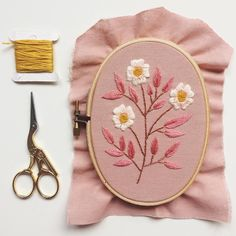 Hand Embroidery Patterns Free, Embroidery Sampler, Embroidery Transfers, Hand Embroidery Stitches, Embroidery Hoop Art, Vintage Embroidery, Embroidery Scissors, Embroidery Fonts, Flower Embroidery