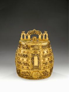 A heavily cast gilt-bronze bell, bianzhong, Qing dynasty (1644-1911)