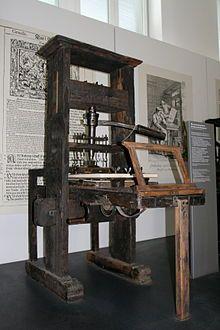 Het ontstaan van de drukpers: In de 14e eeuw moesten monniken alle boeken met de hand overschrijven. Dat kostte erg veel werk, dus dat moest anders. De drukpers was origineel in China uitgevonden in 1050, maar de drukpers zoals wij hem kennen is pas later gekomen. In 1350 was de eerste drukpers gebouwd in Salzburg. Zuid-Duitsland, Venetië en Basel waren toen de steden die voorop liepen in de gedrukte boeken industrie.