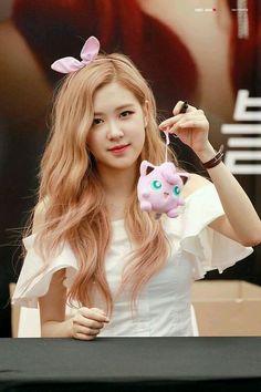 Rose Photos, Blackpink Photos, Cute Rose, Black Pink Kpop, Black Pink Rose, Rose Park, Kim Jisoo, Park Chaeyoung, Jennie Blackpink