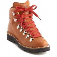 Danner Mountain Light Cascade Hiking Boots – Women's Shoes Brown, Brown Boots, Trekking Outfit, Best Hiking Shoes, Narrow Shoes, Hiking Boots Women, Walking Boots, Trail Shoes, Hiking Gear