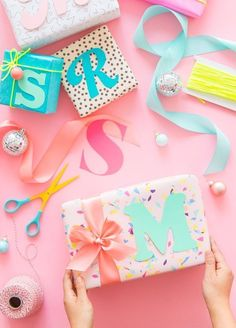 🌟Tante S!fr@ loves this pin🌟 Beautiful Typographic Gift Tags from Oh Happy Day! Wrapping Gift, Birthday Gift Wrapping, Gift Wraping, Creative Gift Wrapping, Christmas Gift Wrapping, Diy Birthday, Creative Gifts, Christmas Crafts, Birthday Gifts