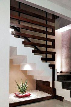 Crea tu propio jardín dentro de casa - El Blog de Magda Staircase Railing Design, Home Stairs Design, Interior Stairs, Modern Staircase, Home Room Design, Modern House Design, Door Design, Home Interior Design, Railings