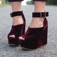 Peep toe wedge