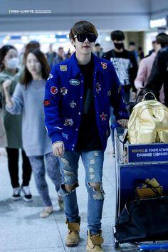 Baekhyun - 141028 Incheon Airport, departing for Mexico City - 3/3 Credit: Highlights. (인천공항 출국)