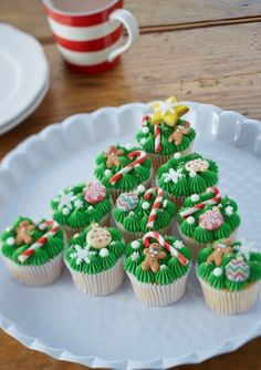 Learn to make Christmas tree cupcakes with this simple how-to. The tasty treats are great for both adults and kids, and look almost too good to eat! How to Make Christmas Tree Cupcakes - How to Make Christmas Tree Cupckaes Christmas Cupcakes Decoration, Christmas Tree Cupcakes, Holiday Cupcakes, Christmas Snacks, Xmas Food, Christmas Cooking, Christmas Goodies, Christmas Desserts, Holiday Treats