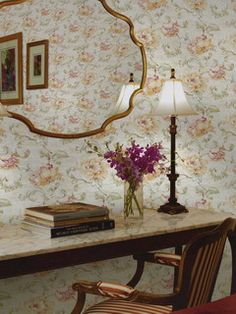 This wallpaper has a timeless feminine elegance. Pattern: :: Book: Elysium by Seabrook :: Wallpaper Wholesaler Classic Wallpaper, Modern Wallpaper, Designer Wallpaper, Wallpaper Ideas, Cottage Wallpaper, Decorative Accessories, Entryway Tables, Oversized Mirror, Traditional