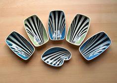 Potshots: Studio slipware pin dishes from the Ceramic Decor, Ceramic Bowls, Retro Kitchen Accessories, Hornsea Pottery, Sgraffito, Pottery Studio, Vintage Love, Vintage Ceramic, Surface Design