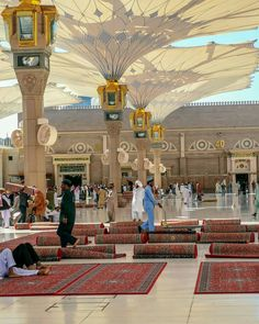 The courtyard of Masjid Nabawi Beautiful Mosques, Beautiful Places, Religion, Mekkah, Jumma Mubarak, Greatest Mysteries, Madina, Muhammad, Places To Visit