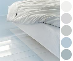 A pale blue on your bedroom floor for an airy and calm feeling. The paint used was Syre from Alcro.