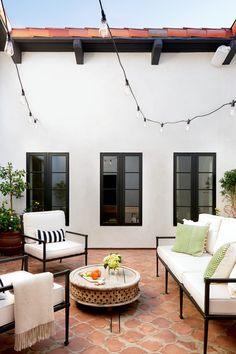 Peek inside a gorgeous Spanish-style home built in the in Hillsborough, CA. Nancy Scheinholtz and Laura Blankstein transformed the dreary oasis into a sun-drenched retreat with new windows, texture, and a reimagined outdoor space. Spanish Revival Home, Spanish Style Homes, Spanish House, Spanish Colonial, Spanish Style Interiors, Home Modern, Midcentury Modern, Modern Homes, Modern Spanish Decor