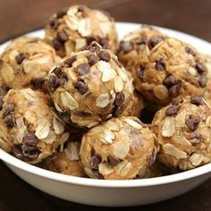 Peanut Butter Energy Bites Recipe by Tasty Here's what you need: creamy peanut butter, old fashion oat, honey, mini chocolate chips, flax seed Healthy Dessert Recipes, Healthy Snacks, Desserts, Meatless Recipes, Snacks Recipes, Healthy Breakfasts, Protein Snacks, Eat Healthy, Peanut Butter Energy Bites