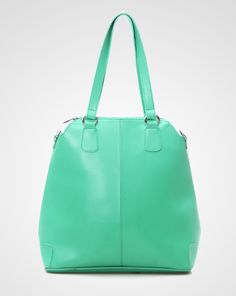 This bag by Zoe Shaga is suitable for you who loves multifunction item. It features with versatile long strap that can transform the bag into sling bag or backpack. Awesome! http://www.zocko.com/z/JFz1d