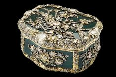 Snuff box made for King Frederick the Great of Prussia, c1770–75 © The Royal Collection 2012, Her Majesty Queen Elizabeth II