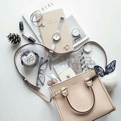 Beige and grey flatlay What In My Bag, What's In Your Bag, Flat Lay Photography, Lifestyle Photography, Timeless Photography, Fashion Photography, Photography Bags, Product Photography, Travel Photography