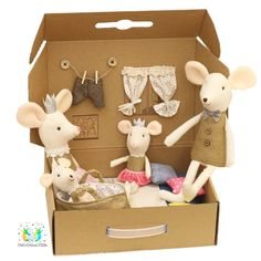 ❤️ When you see it, you just know ❤️  There is something about cardboard boxes that kids adore. When coupled with dollhouse magic, the fun just doesn't stop! This new take on dollhouses includes a family of lovely mice that live together in their cozy home, complete with mini everyday items.  ✨ Light & Portable - kids love carrying it around ✨ Gender neutral - perfect for girls & boys ✨ Hours and hours of playtime guaranteed!  You can choose a family box, or build your very own custom… Toys For Girls, Kids Toys, Cardboard Dollhouse, Cardboard Boxes, Cute Baby Dolls, Cartoon Toys, Baby Girl Birthday, Cute Mouse, Creation Couture