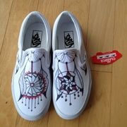 Hand drawn with sharpie on vans shoes. You pick the color of your choice. Specify which size you want. The sizes below are listed in women's.