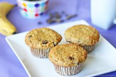 These healthy Banana Oatmeal Chocolate Chip Muffins make a perfect afternoon snack or even breakfast on the go! Weight Loss Camp, Medical Weight Loss, Weight Loss Blogs, Weight Loss Diet Plan, Chocolate Chip Muffins, Chocolate Chip Oatmeal, Oatmeal Muffins, Oatmeal Scotchies, Oatmeal Yogurt