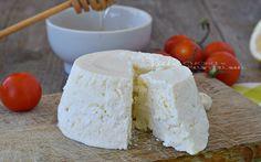 Ricotta fatta in casa, la ricetta per fare la ricotta in casa in modo facile e veloce, servono solo due ingredienti ed è fatta, buona e genuina.