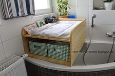 Changing attachment Bath Wood Build your own Wood Bathtub, Diy Bathtub, Bathtub Cover, Diaper Bag, Unique Baby, Little Houses, Kids Furniture, Kids And Parenting, House Colors
