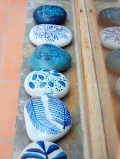 Delicate stone painting, love the blues!