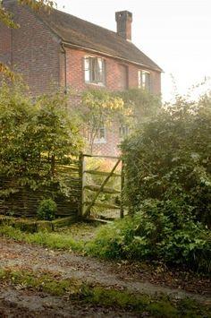 farmhouse garden - I adore this... Makes me feel like I'm in a Jane Austen novel.