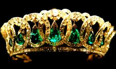 """Imperial Jewels of the Diamond Fund of Russia. """"Jewels of the Romanovs. Tiara Maria Pavlovna (the Vladimir Tiara): Tiara Grand Duchess Maria Pavlovna (Vladimir) refers to a personal jewelry collection of Queen Elizabeth II."""