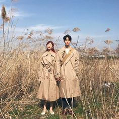 """ถูกใจ 3,978 คน, ความคิดเห็น 14 รายการ - 투투 김지우 (@zoopeach) บน Instagram: """"벚꽃보러 온건데 왜 우리 가을이야? ㅋㅋㅋㅋㅋㅋ 트렌치코트는 #피치코크"""""""