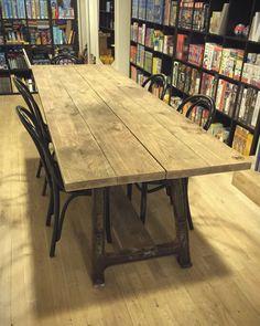 Industriële tafel van CustomThijs die in mijn winkel staat!!