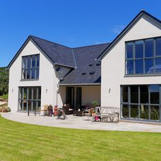 Ideas House Front Windows Exterior For 2019 White Exterior Houses, Modern Farmhouse Exterior, Dream House Exterior, Bungalow Exterior, House Exteriors, Building Design, Building A House, Modern Bungalow House Design, Bungalow Designs