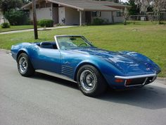 Want one of these one day. A 1972 Corvette Stingray Convertible in royal blue. Last year of the chrome front and back bumpers. Classic.