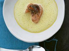Ingwer-Karotten-Suppe mit gepfeffertem Lachs ist ein Rezept mit frischen Zutaten aus der Kategorie Gemüsesuppe. Probieren Sie dieses und weitere Rezepte von EAT SMARTER!
