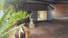 Explore this property 4 Bedroom House in Rant en Dal Private Property, Property For Sale, 4 Bedroom House, Fixer Upper, Explore, Plants, Things To Sell, Exploring, Planters