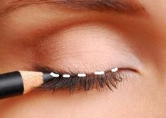How to apply eyeliner properly